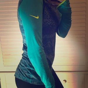Women's Nike athletic top!